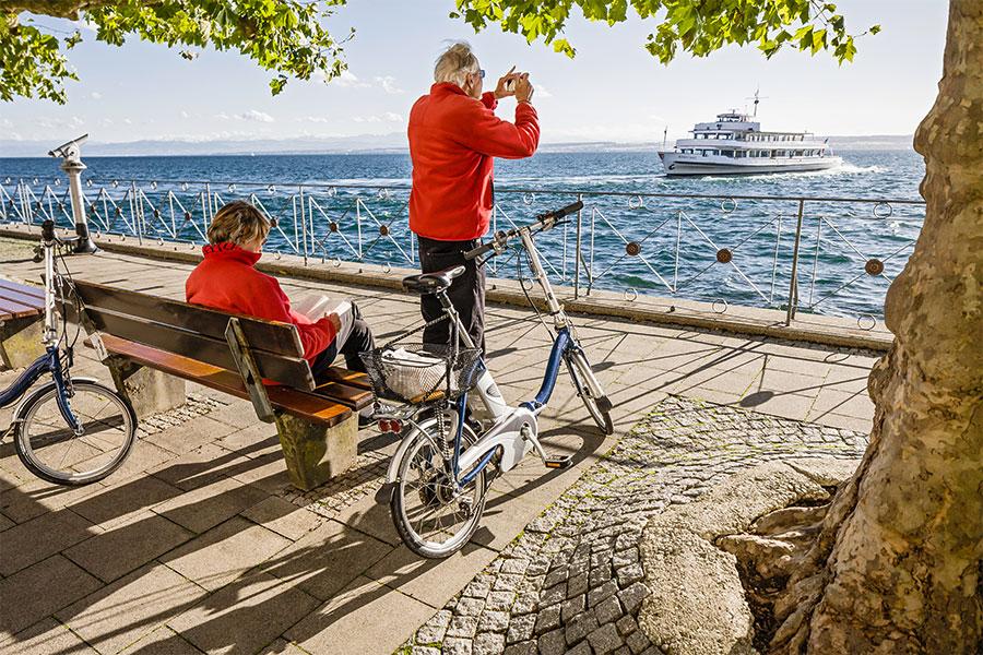 Radfahrer-Seepromenade_Meersburg-©-Martin-Maier-Photography-BFF
